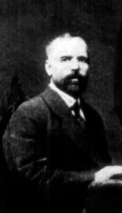 1917a1 Ion Codreanu stanga pe scaun